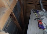 床下から天井裏に登るのにハクビシンが利用した壁の間