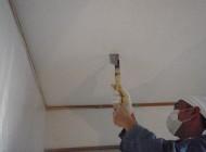天井点検口作成の様子