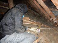 屋根軒天の板を天井裏より木材にて補強